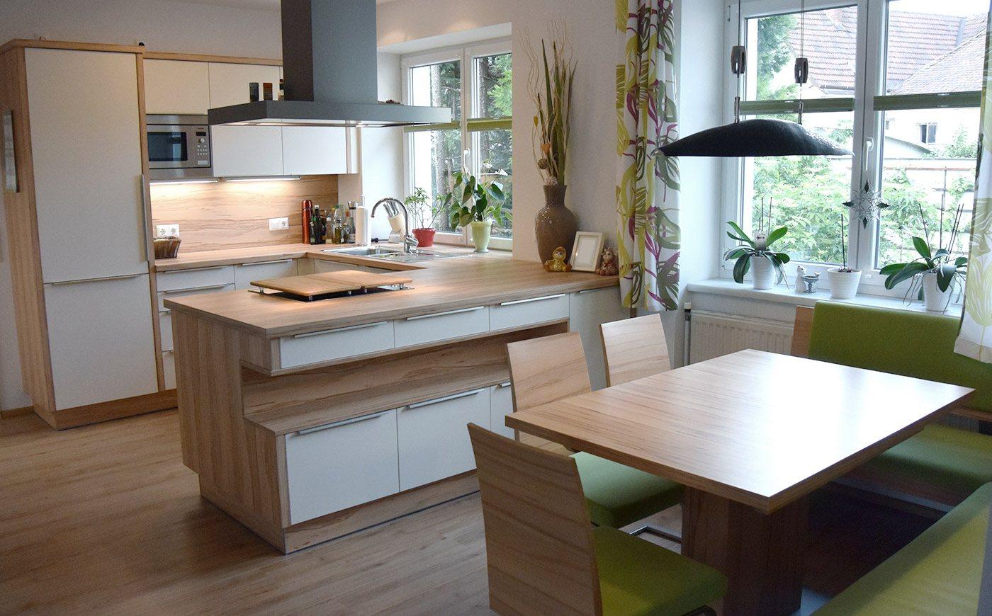 Moderne helle grüne Küche Eiche